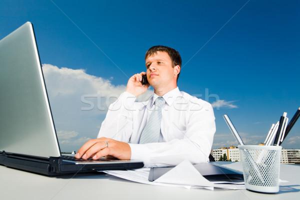 Stockfoto: Zakenman · portret · roepen · mobiele · typen · laptop