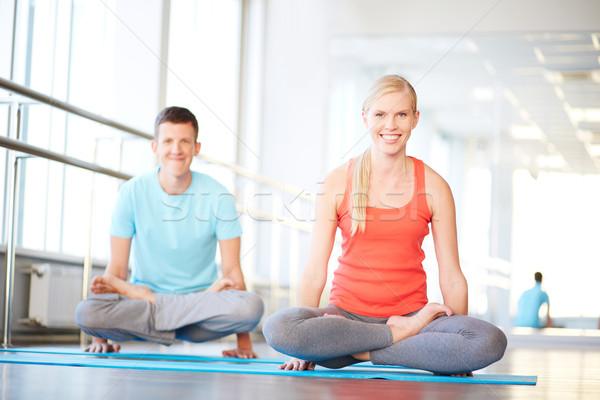 Meditál tornaterem portré egészséges lány fickó Stock fotó © pressmaster