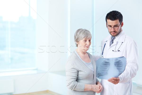 Xray kıdemli hasta bakıyor radyolog Stok fotoğraf © pressmaster