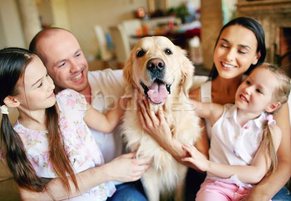 ölelkezés kutya fiatal barátságos család négy Stock fotó © pressmaster