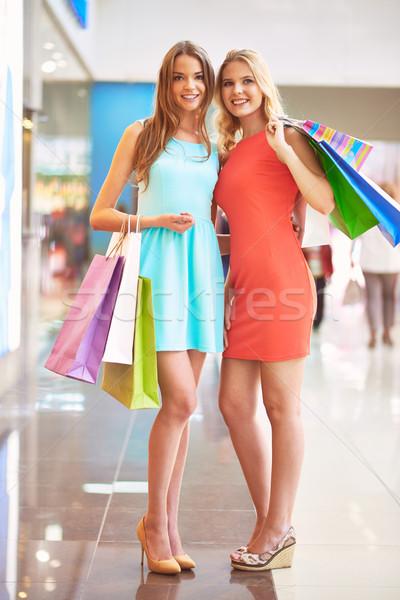 Homme consommateurs portrait heureux filles puce Photo stock © pressmaster