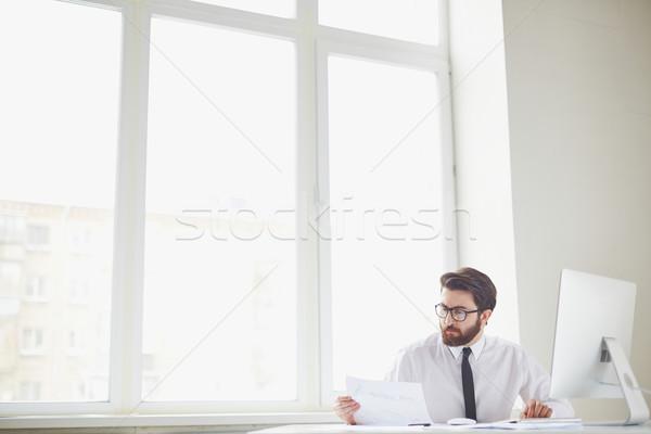 Drukke kantoormedewerker ernstig zakenman vergadering kantoor Stockfoto © pressmaster