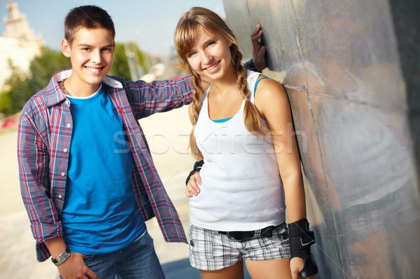 Tini csapat portré kettő barátok városi Stock fotó © pressmaster