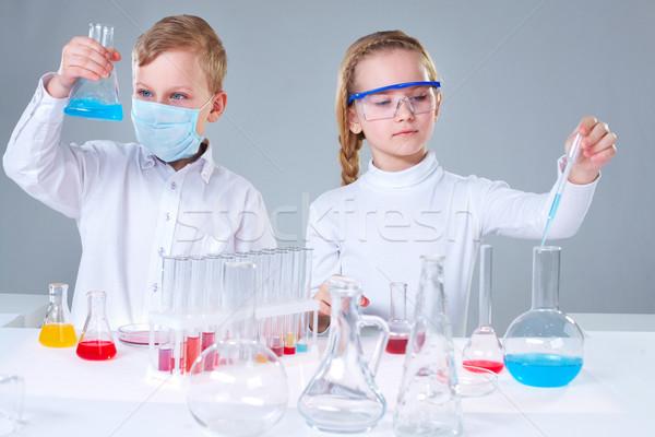 Jovem equipe menina crianças educação ciência Foto stock © pressmaster