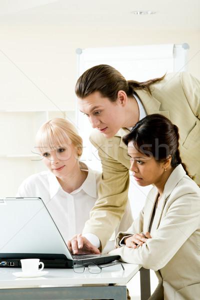 Photo stock: Consulting · photo · réussi · gens · d'affaires · regarder · portable