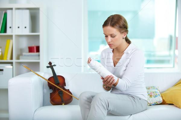 Tristesse portrait jeunes violoniste toucher brisé Photo stock © pressmaster