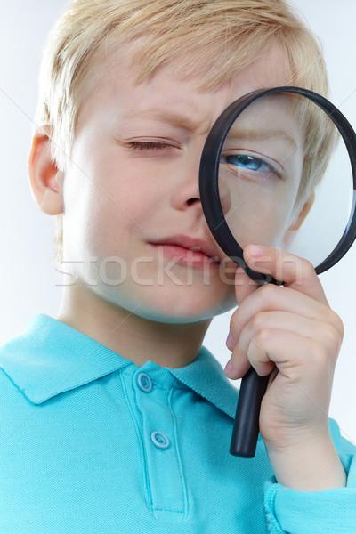 Foto d'archivio: Guardando · lente · di · ingrandimento · ritratto · kid · lavoro · bambino