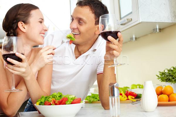 Brunch fiatal boldog pár eszik zöldség Stock fotó © pressmaster