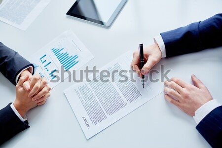 дело изображение бизнесмен рук подписания договор Сток-фото © pressmaster