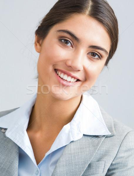 Retrato mujer jóvenes exitoso mujer de negocios mirando Foto stock © pressmaster