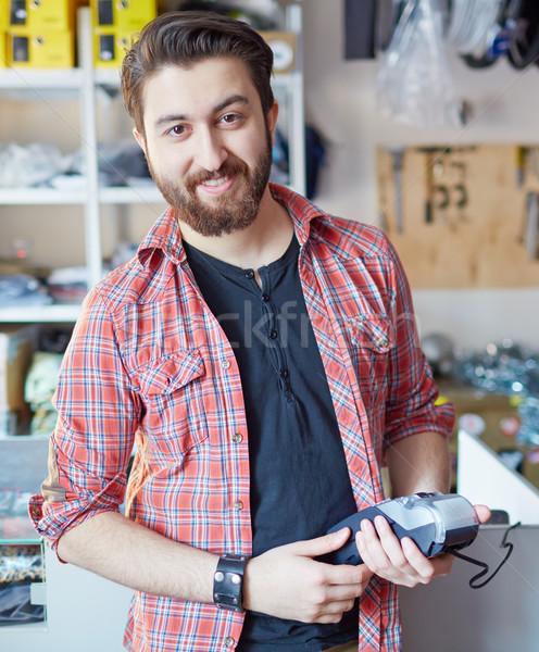 Man kassa portret knappe man naar camera Stockfoto © pressmaster