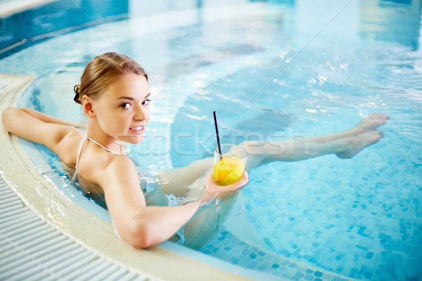 Spa piscine belle fille piscine eau verre Photo stock © pressmaster