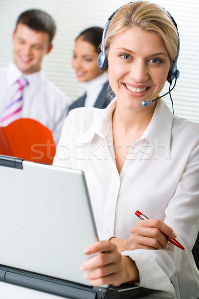 Berater ziemlich Sitzung Tabelle Mitarbeiter Business Stock foto © pressmaster