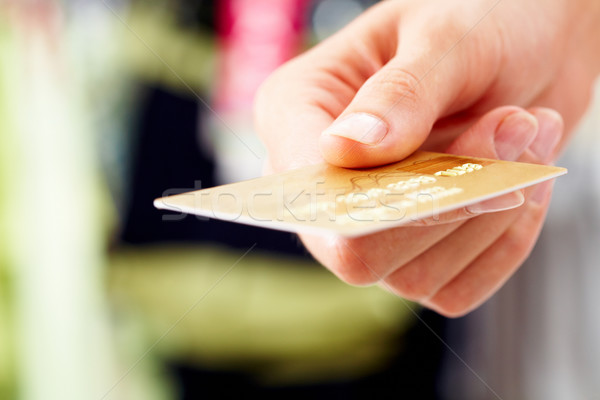 Foto stock: Tarjeta · de · crédito · primer · plano · mano · humana · tienda · negocios · dinero