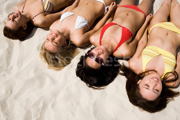 Praia acima ver vários meninas praia Foto stock © pressmaster