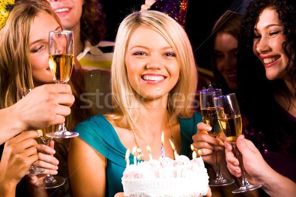 Stockfoto: Meisje · dessert · portret · blijde · verjaardagstaart