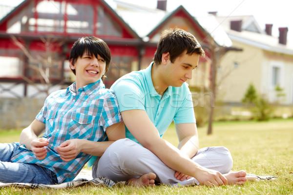 Gay Pareja jóvenes sesión junto césped Foto stock © pressmaster