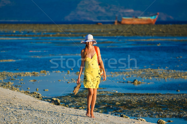 きれいな女性 女性 徒歩 日没 ビーチ 日没 ストックフォト © prg0383