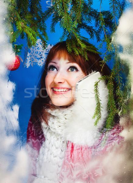 Güzel bir kadın sıcak tutacak giysiler beyaz kadın kız telefon Stok fotoğraf © prg0383