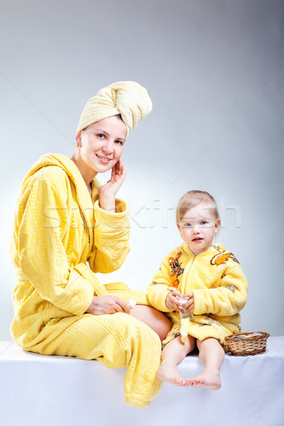 Lánygyermek anya smink fürdőszoba nő család Stock fotó © prg0383