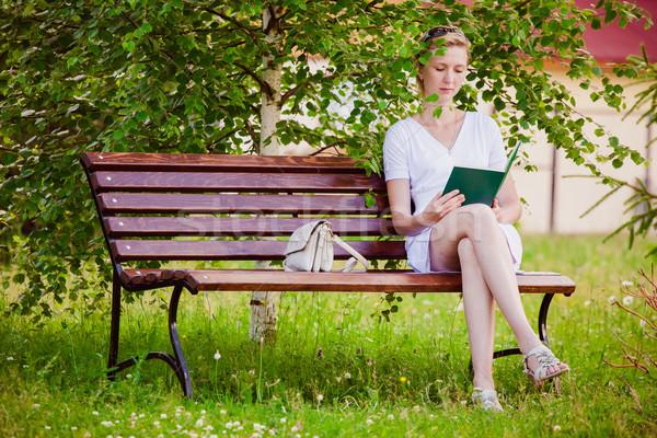 Fiatal nő olvas könyv park lány fű Stock fotó © prg0383