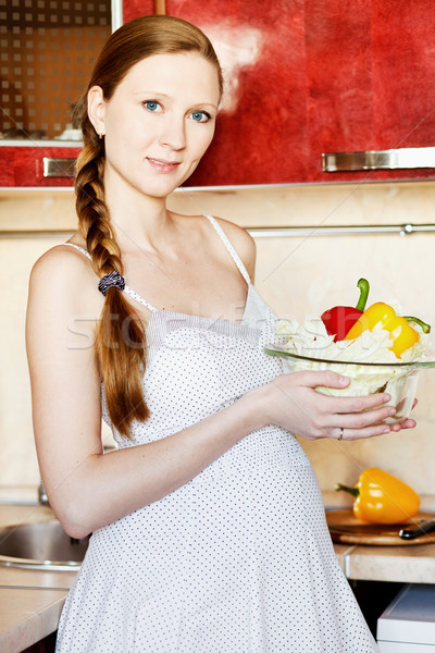 красивая женщина беременная женщина кухне Салат улыбаясь Сток-фото © prg0383