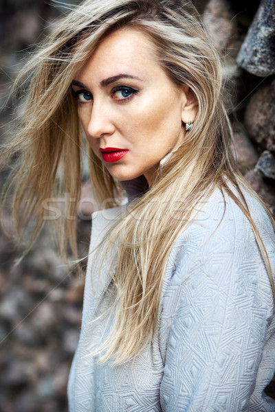 красивой Постоянный каменной стеной девушки лице Сток-фото © prg0383