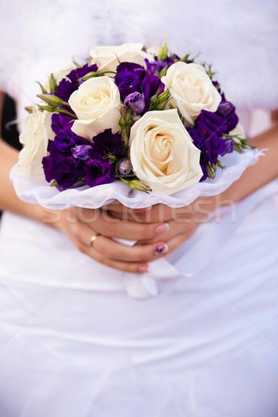 Menyasszony virágcsokor esküvői csokor közelkép virág szeretet Stock fotó © prg0383