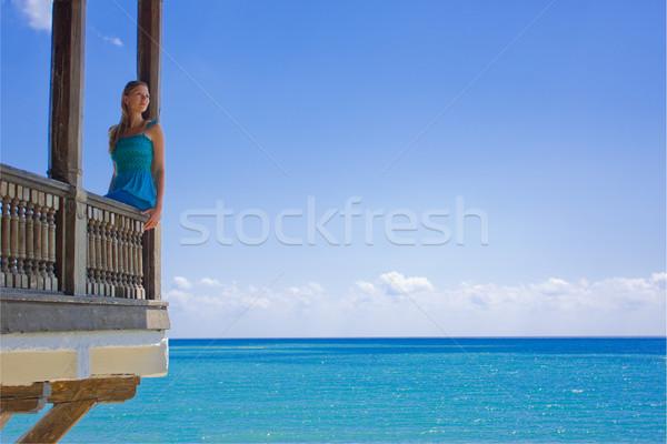 Bela mulher paraíso varanda céu água menina Foto stock © prg0383