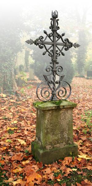 Idyllisch najaar kerkhof mistig landschap hal Stockfoto © prill