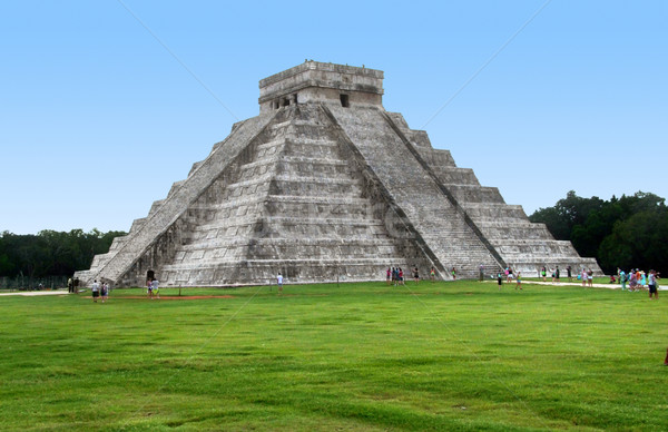 El Castillo in Chichen Itza Stock photo © prill