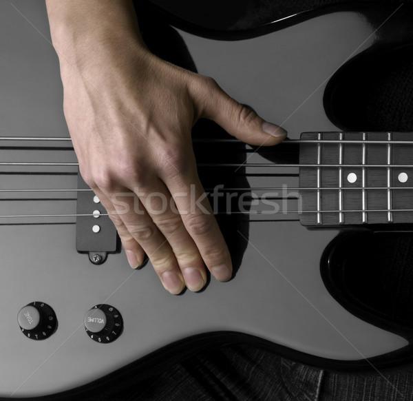 Main basse guitare Homme détail noir Photo stock © prill