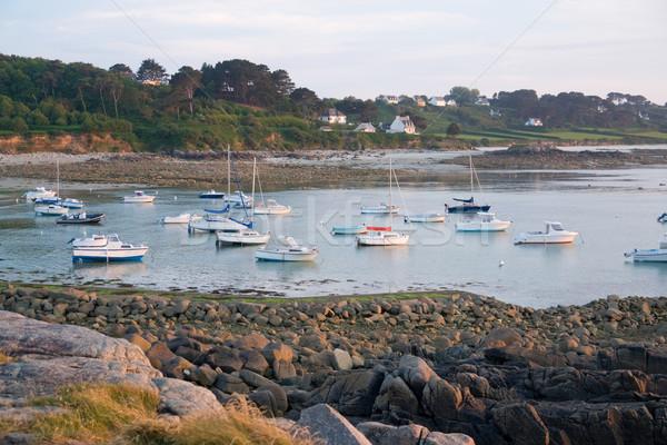 Puesta del sol rosa granito costa idílico barcos Foto stock © prill