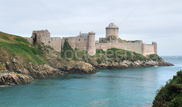 Boné água edifício mar oceano rocha Foto stock © prill