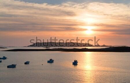 Zachód słońca różowy granitu wybrzeża idylliczny łodzi Zdjęcia stock © prill