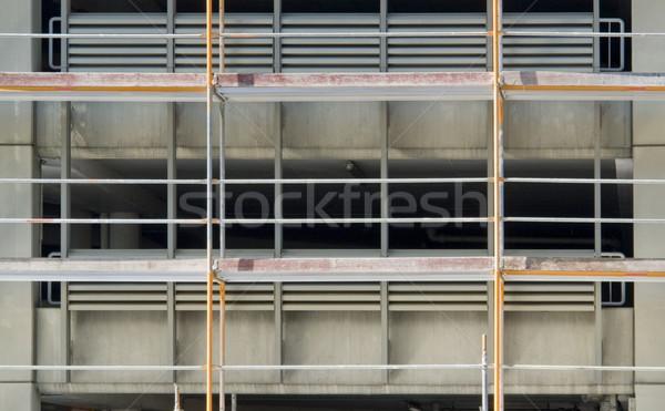 Pormenor quadro completo andaime edifício homem construção Foto stock © prill