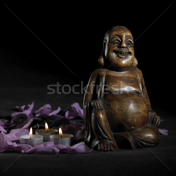 Buddha scultura buio indietro rosolare petali Foto d'archivio © prill