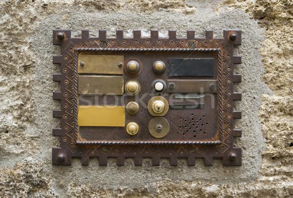 Historique sonnette plaque rêche façade maison Photo stock © prill