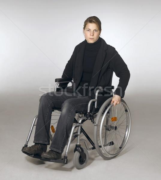 Vrouw rolstoel studio fotografie jonge vrouw vergadering Stockfoto © prill