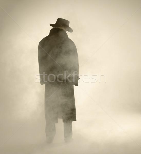 Kobieta okop płaszcz stałego przeciwmgielne Zdjęcia stock © prill
