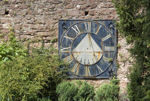 Starych zegar słoneczny murem słoneczny dekoracje wyblakły Zdjęcia stock © prill