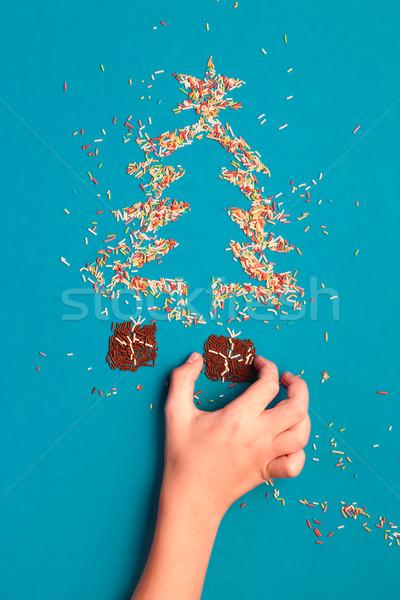 Natal símbolos árvore de natal presentes mão Foto stock © przemekklos