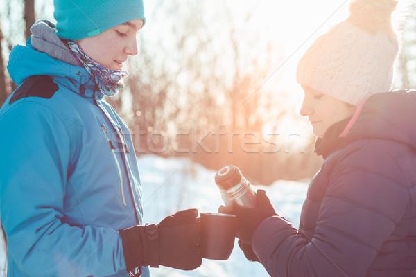 перерыва горячий напиток зима поездку женщину лес Сток-фото © przemekklos