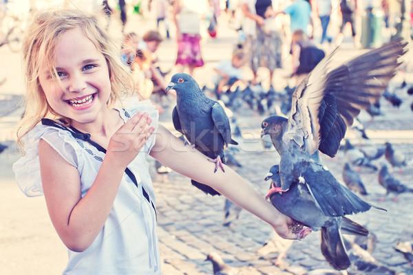 Sorridente menina braço sorrir criança pássaro Foto stock © przemekklos