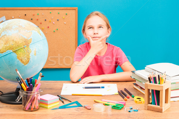 Jovem pensando lição de casa menina lápis educação Foto stock © przemekklos