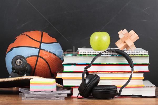 Escolas área de trabalho lousa livro esportes Foto stock © przemekklos