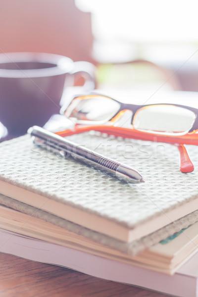 Stok fotoğraf: Kalem · gözlük · üç · kahvehane · stok