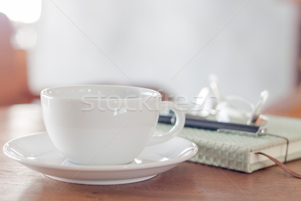 Witte koffiekopje houten tafel voorraad foto achtergrond Stockfoto © punsayaporn