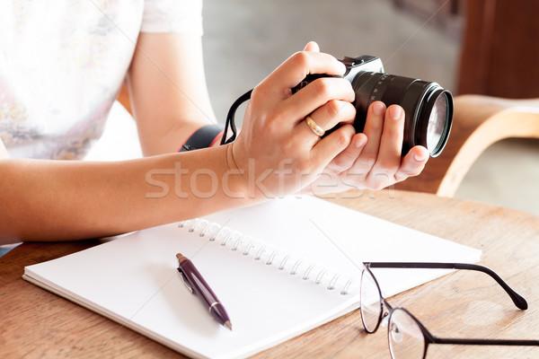 Mujer cámara manos stock foto arte Foto stock © punsayaporn