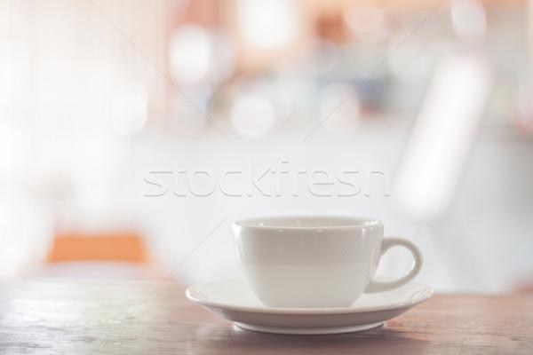 ストックフォト: 白 · コーヒーカップ · 木製のテーブル · 在庫 · 写真 · 女性